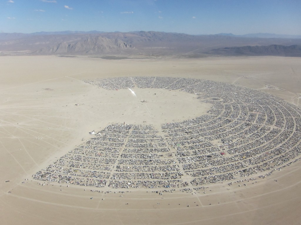 Festival de musique Burning Man vu panoramique