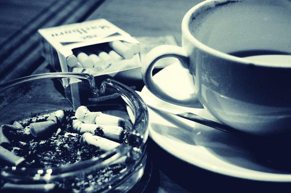 Arrêter de fumer et boire du café pour ne pas tomber malade